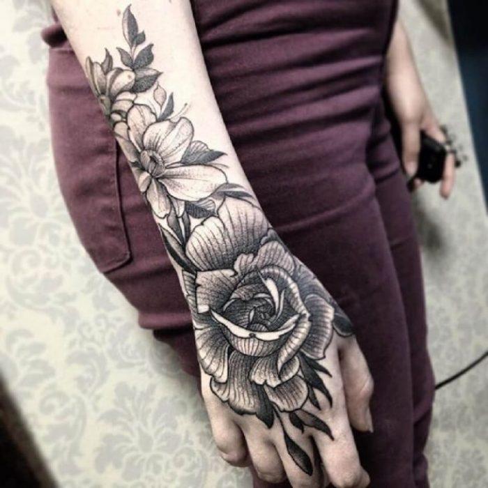 женские тату на руке - женские тату на кисти руки - тату на кисти руке для девушки